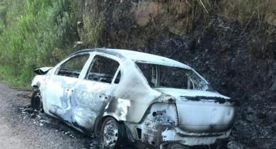 Carro roubado de motorista de aplicativo de Bento Gonçalves é localizado totalmente queimado