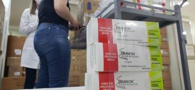 tacchini-recebe-medicamentos-do-kit-intubacao