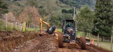 agricultura-e-subprefeituras-realizam-trabalhos-de-alargamento-de-estrada-no-distrito-de-sao-pedro-em-bento