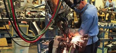 producao-industrial-brasileira-tem-a-terceira-queda-seguida-em-abril-e-volta-a-ficar-abaixo-do-patamar-pre-pandemia
