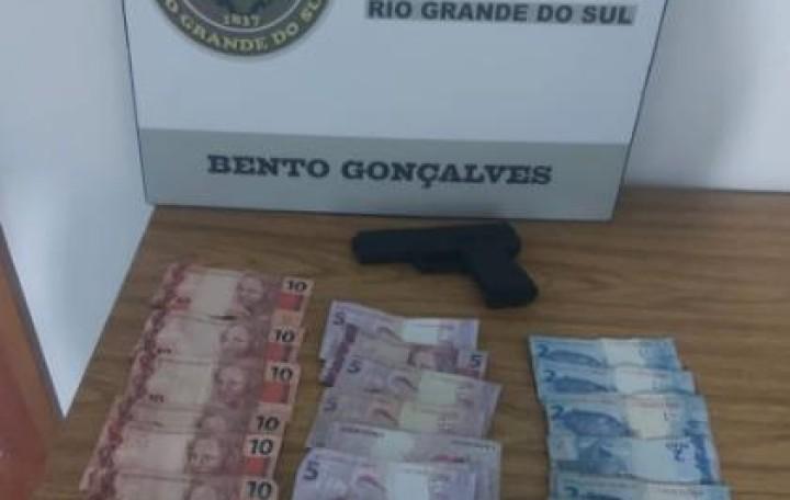 Ação rápida da BM prende suspeito de roubo no Cidade Alta, em Bento