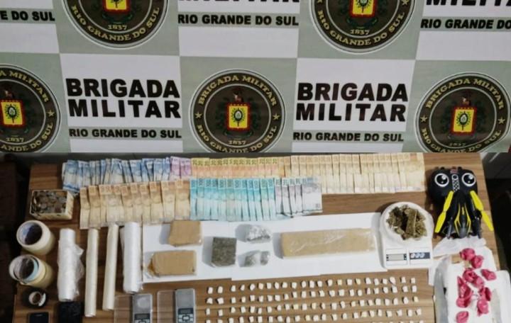 Polícia prende homem e apreende adolescente por tráfico de drogas em Veranópolis