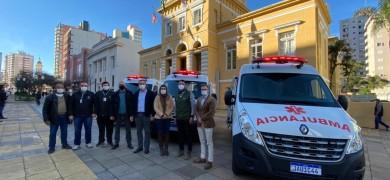 tres-novas-ambulancias-sao-entregues-em-bento