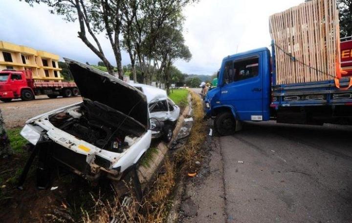 Duas pessoas ficam feridas em acidente entre Garibaldi e Farroupilha