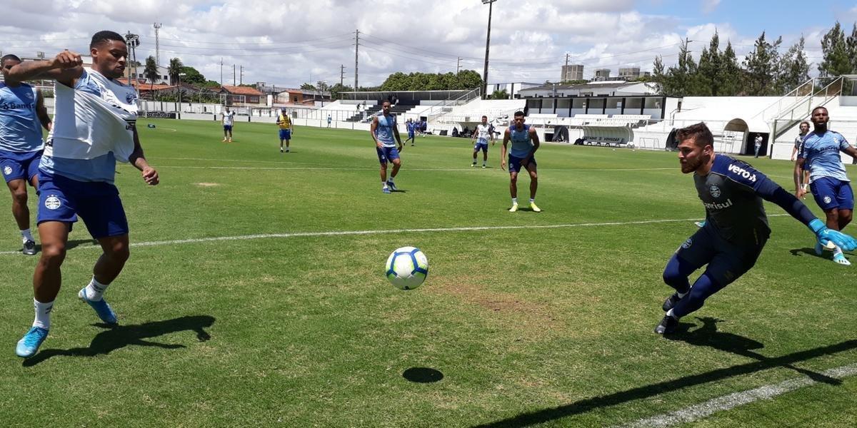 Luan, Geromel, Cortez, Alisson e Léo Moura não participam da parte aberta do treino em Fortaleza