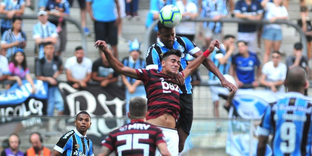Grêmio luta, mas é derrotado pelo Flamengo com gol de pênalti