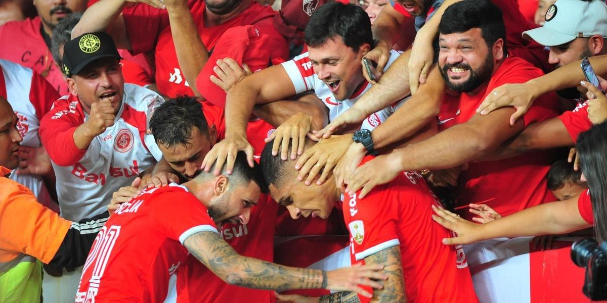Inter sofre com expulsão, mas vence Tolima e está na fase de grupos