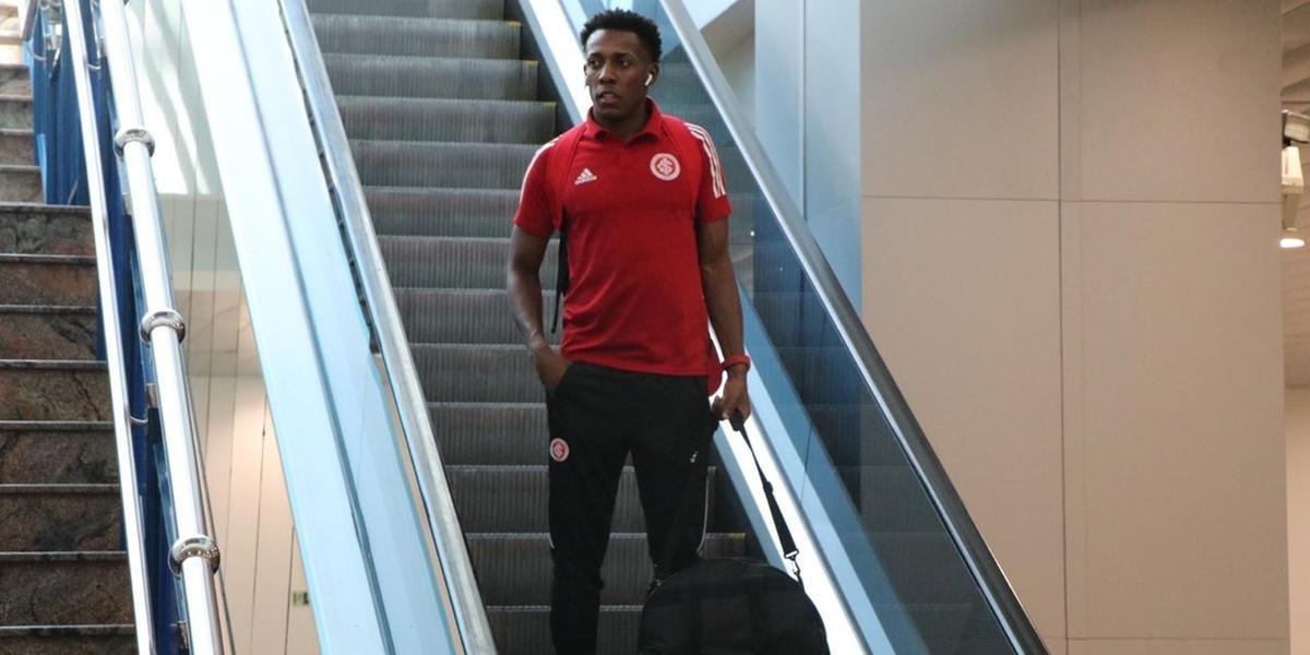 Moisés viaja com a delegação do Inter para a Colômbia